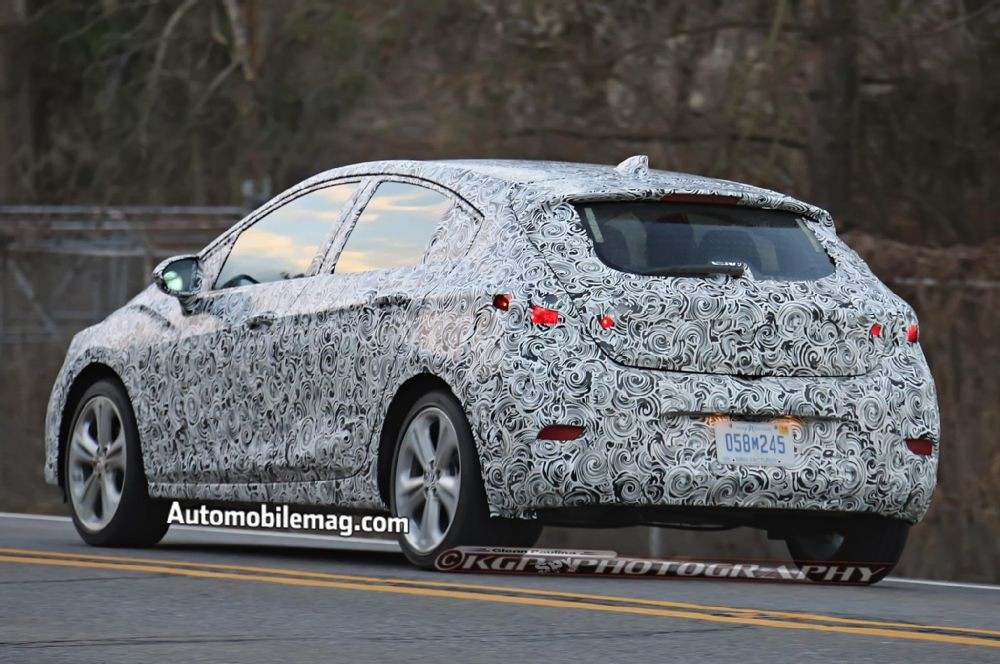 chevrolet-cruze-hatchback-spied-rear-three-quarter-4