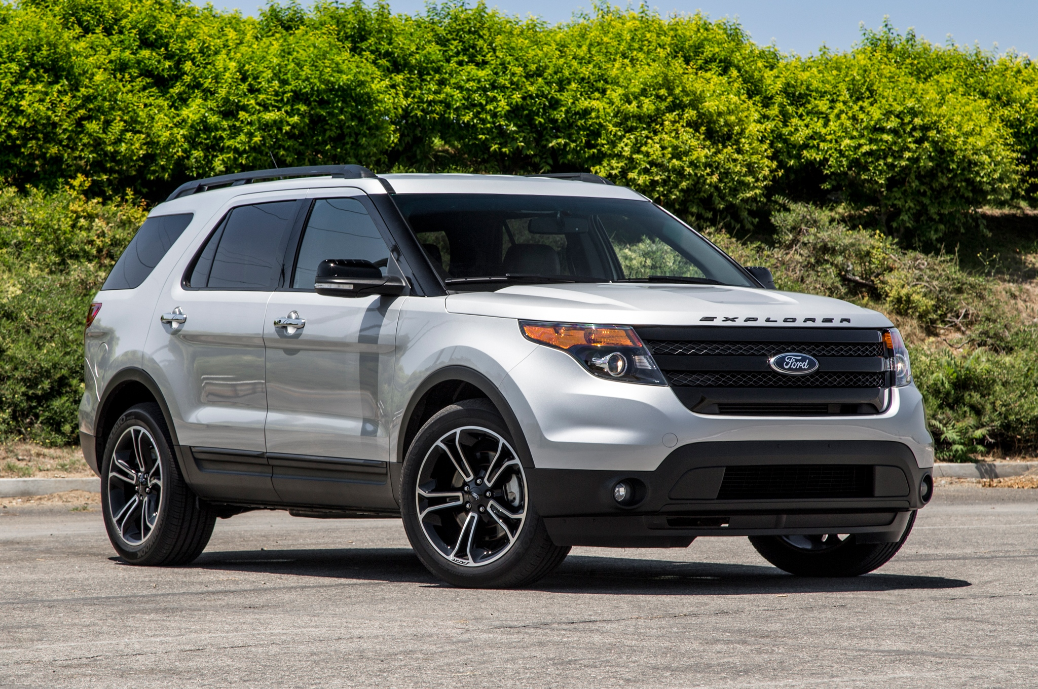 2013-ford-explorer-sport-ecoboost-4wd-front-view1