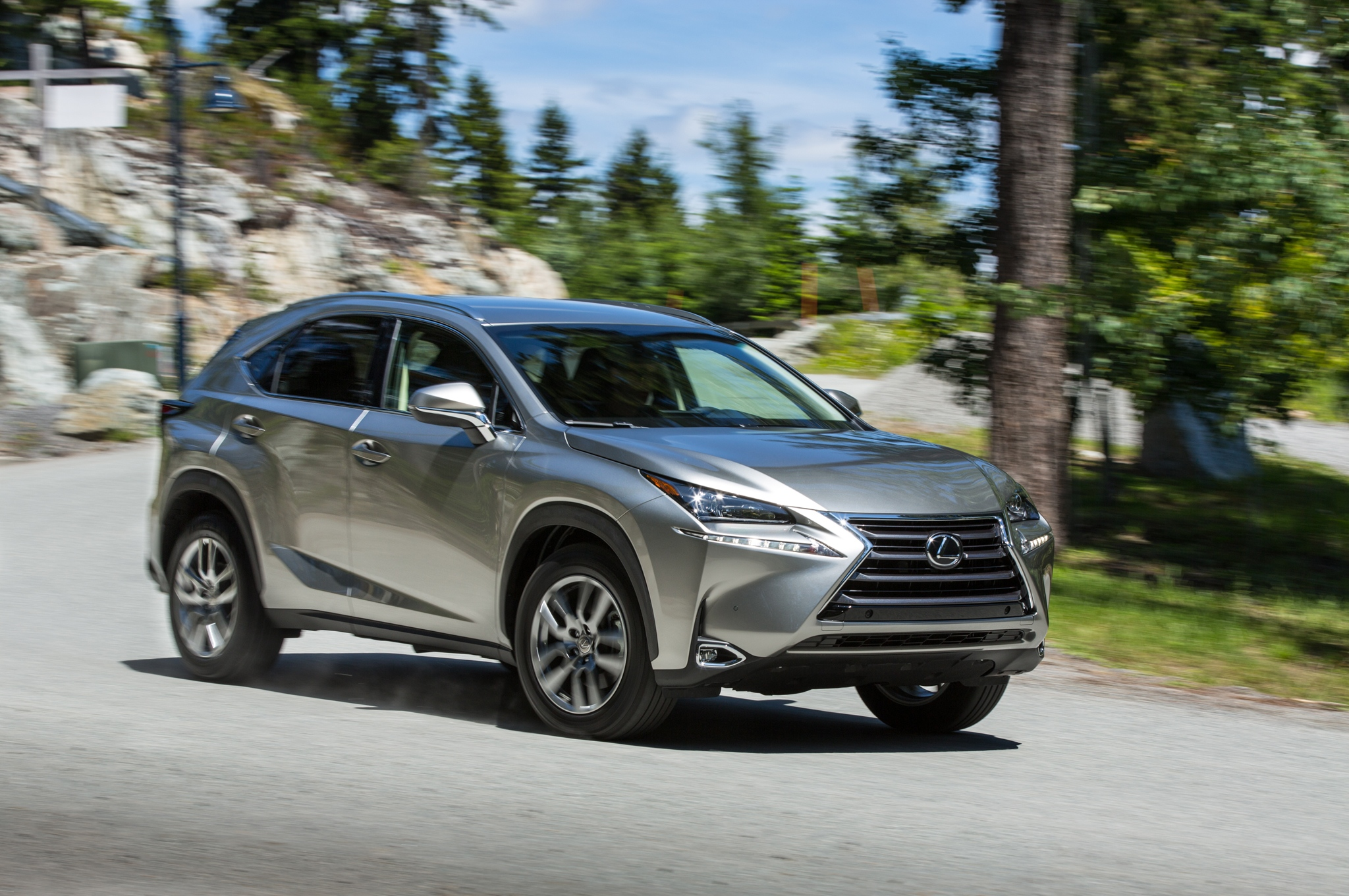 2015-Lexus-NX-200t-front-three-quarter-041