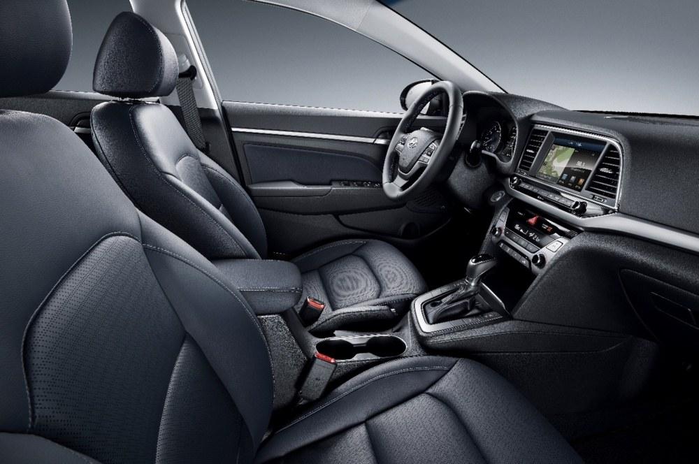 2017-Hyundai-Elantra-Korean-spec-interior