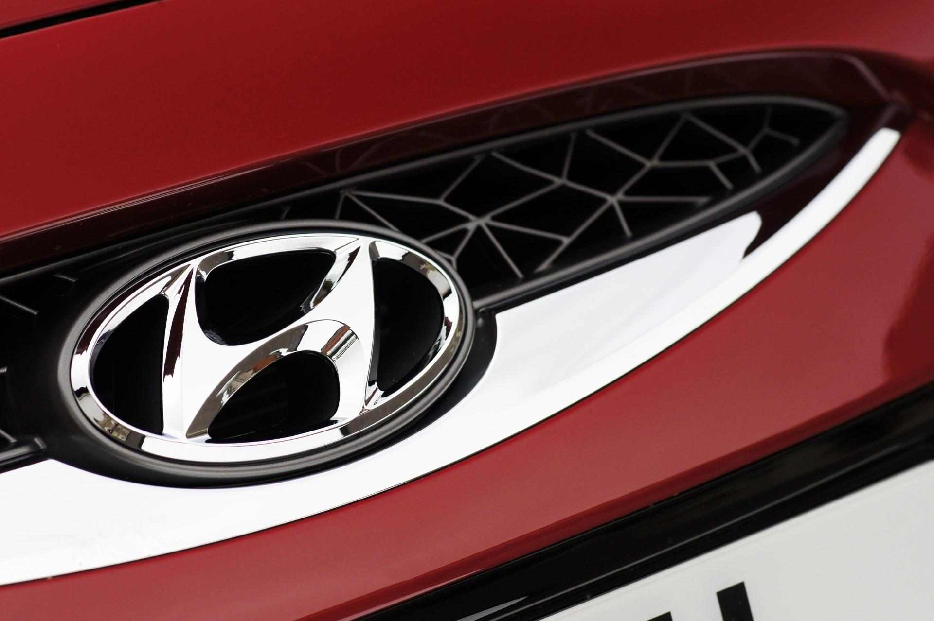 Hyundai-ix20-Front-Logo