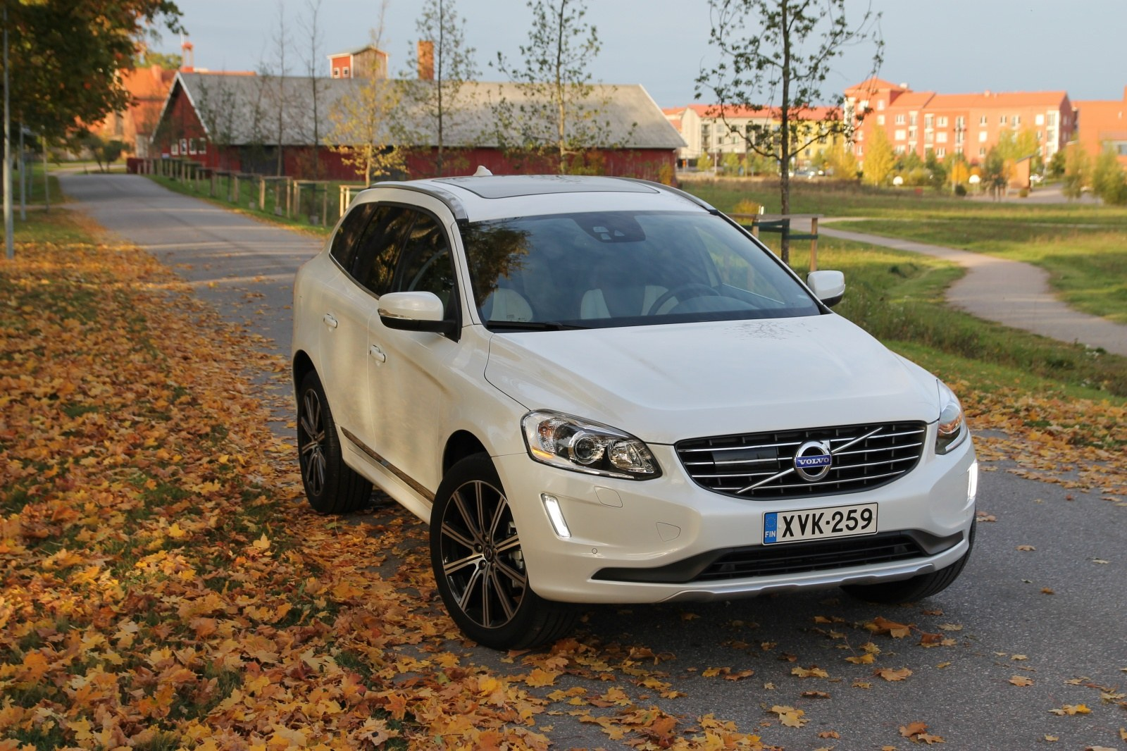 Volvo-XC60-D5-AWD-2014_SpeedDoctor-Road-Test_01