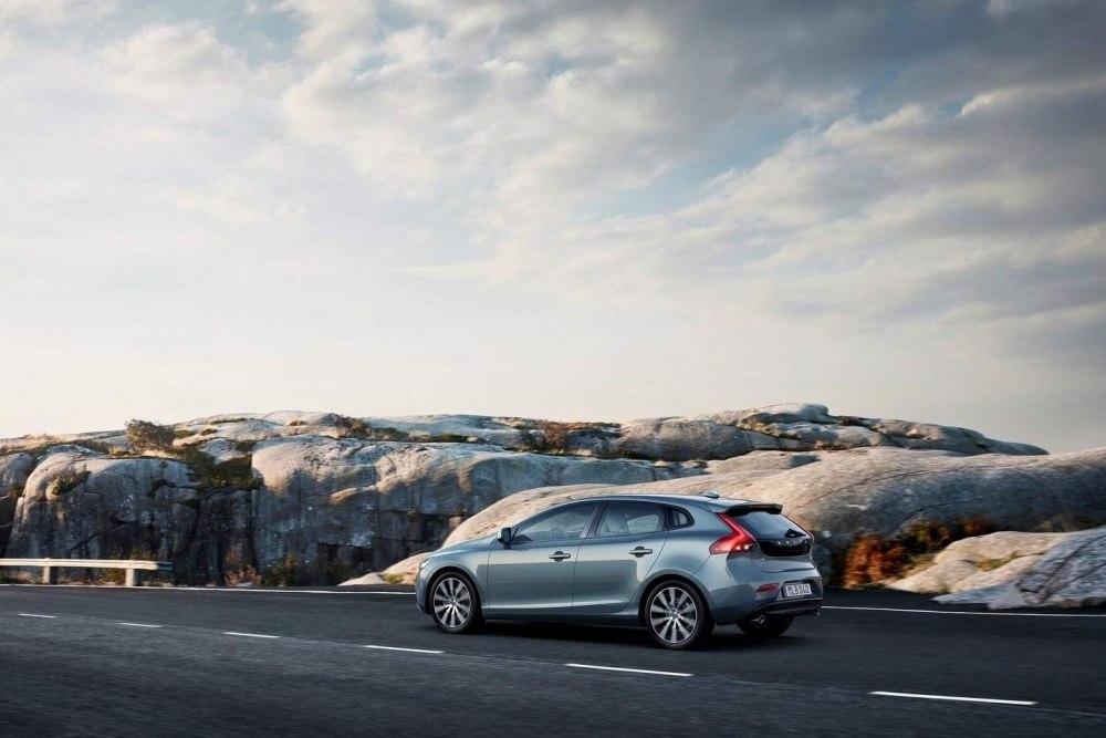 Volvo V40 T4 Momentum Location 7/8 Rear