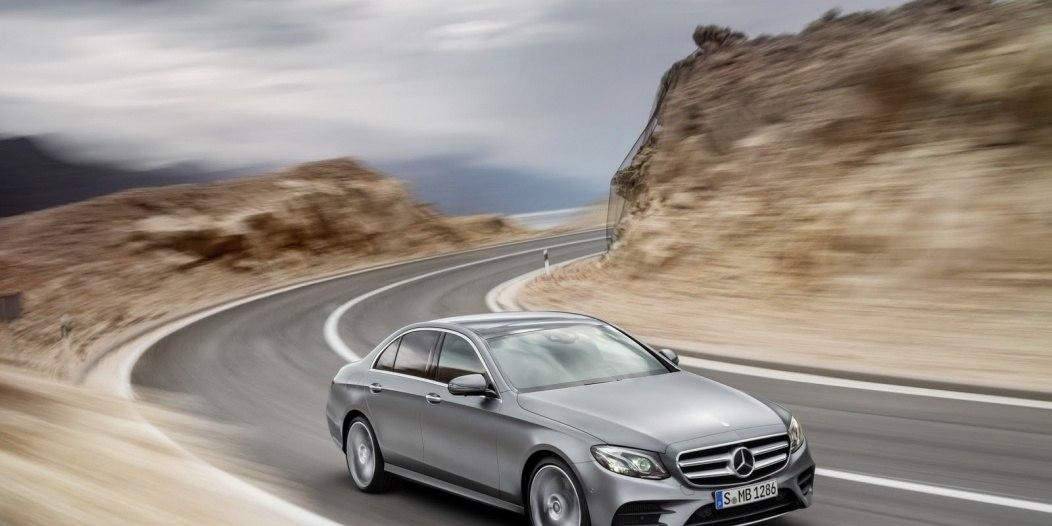 2016-Mercedes-E-Class-E-400-4MATIC-front-three-quarters-selenit-grey-magno