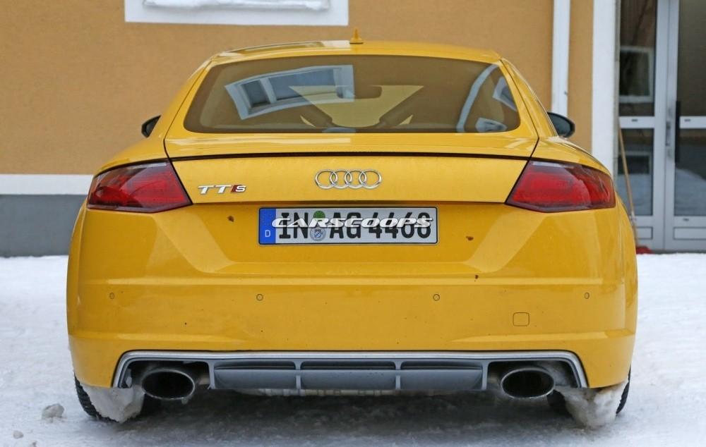 2017-Audi-TT-RS 10