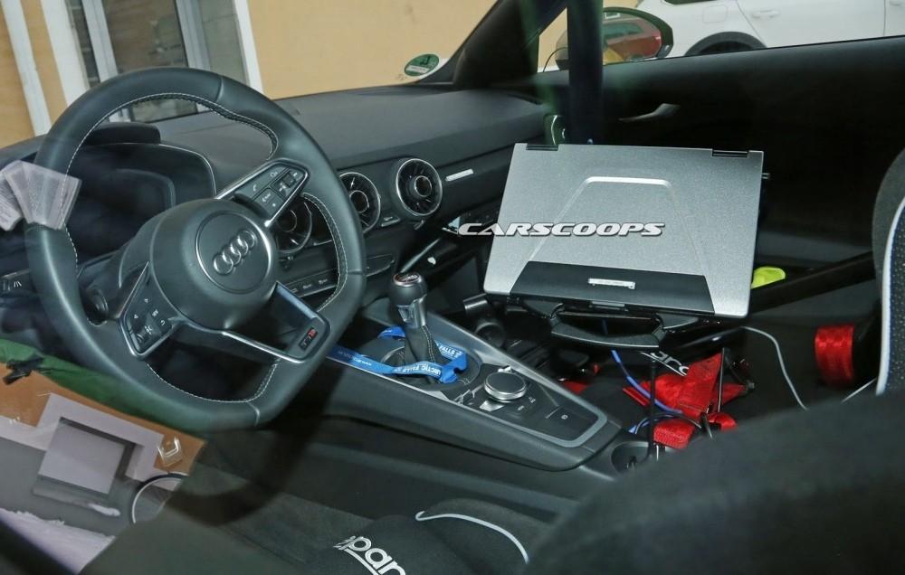 2017-Audi-TT-RS 9