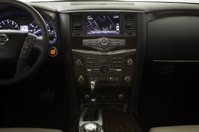 2017-Nissan-Armada-31
