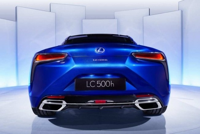 2017-lexus-lc-500h-09