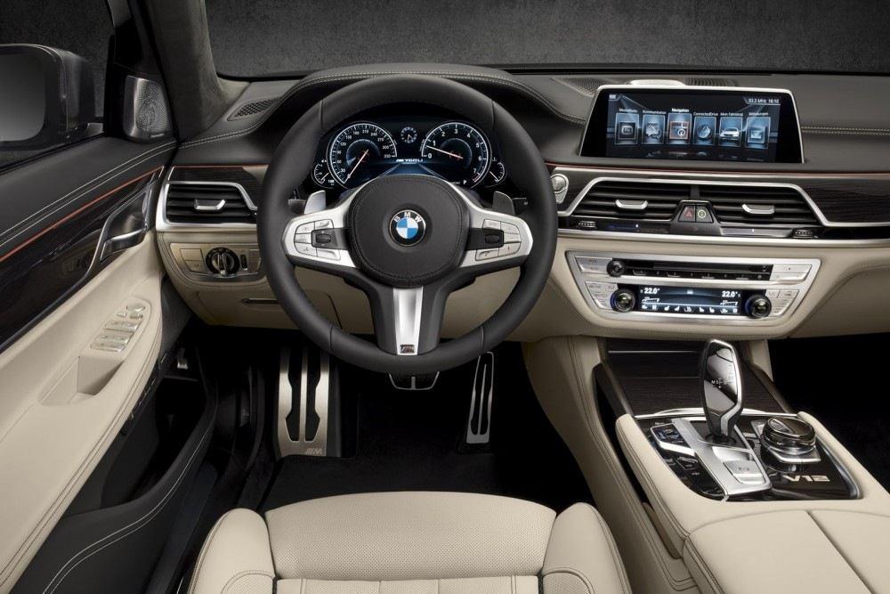 BMW-M760Li-xDrive-11-1000x667