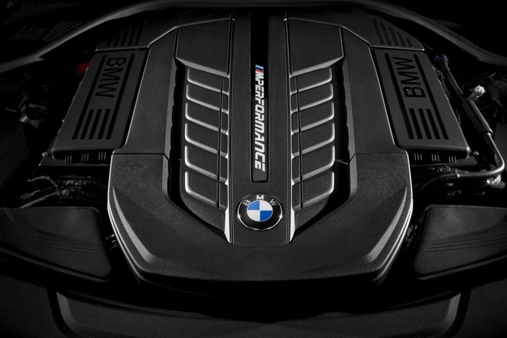 BMW-M760Li-xDrive-12-1000x667