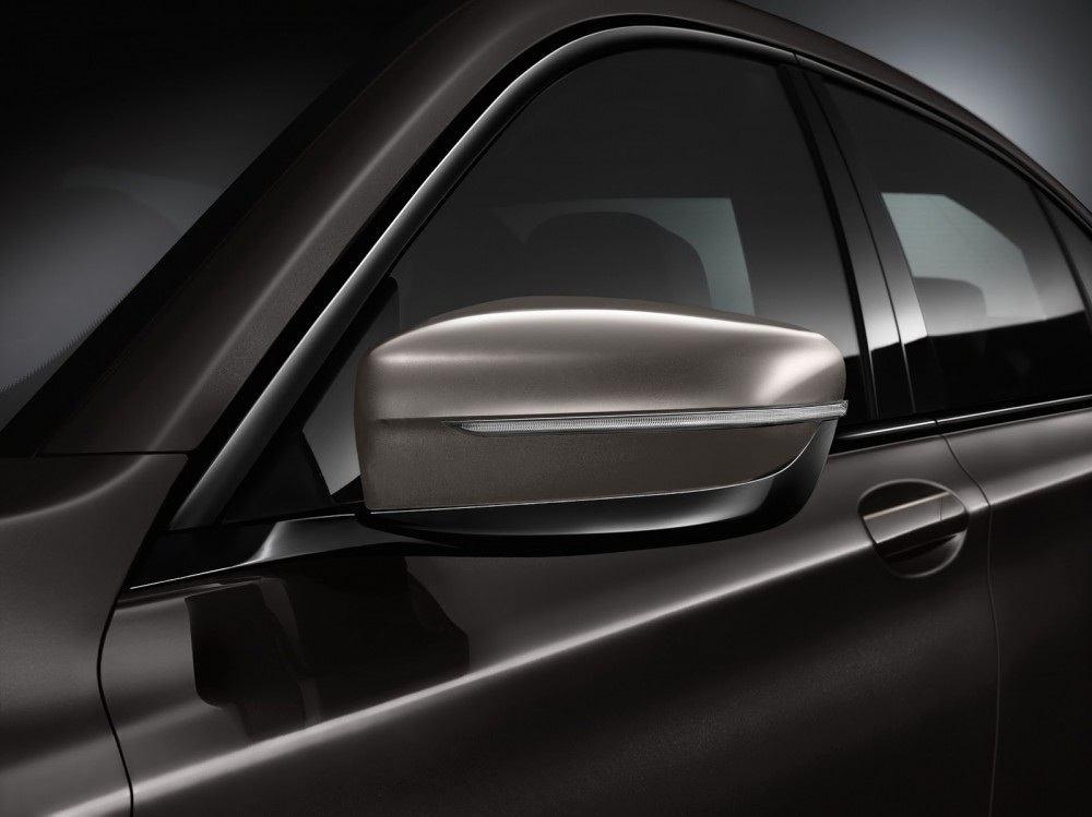 BMW-M760Li-xDrive-13-1000x749