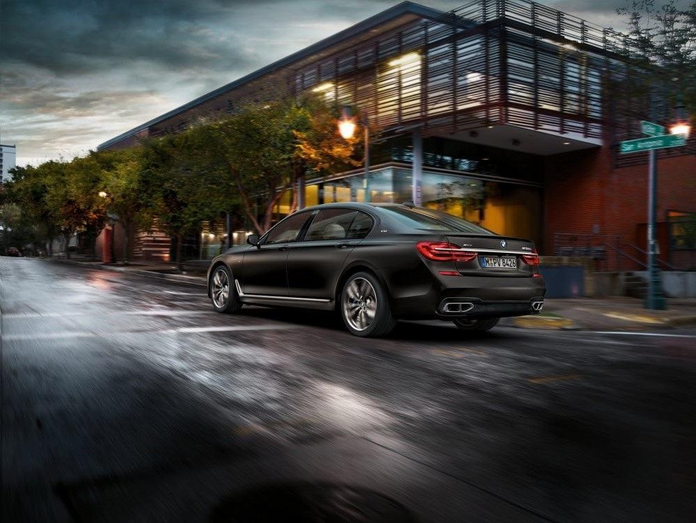 BMW-M760Li-xDrive-19-1000x751