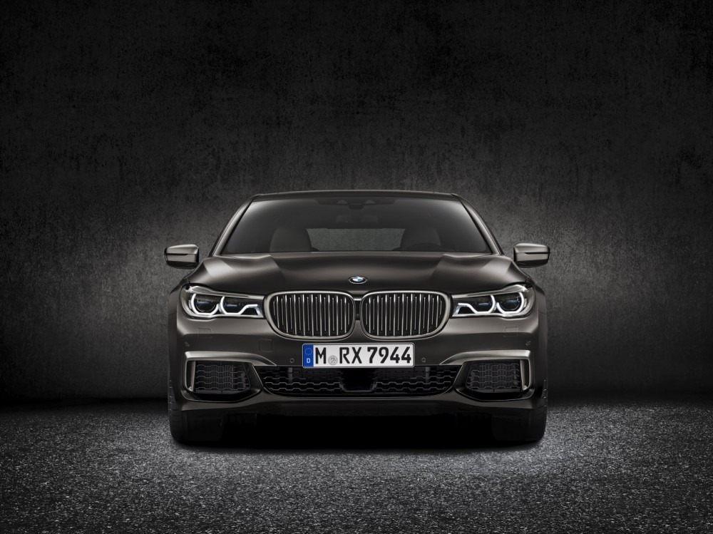 BMW-M760Li-xDrive-3-1000x749