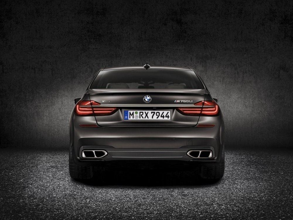 BMW-M760Li-xDrive-4-1000x749