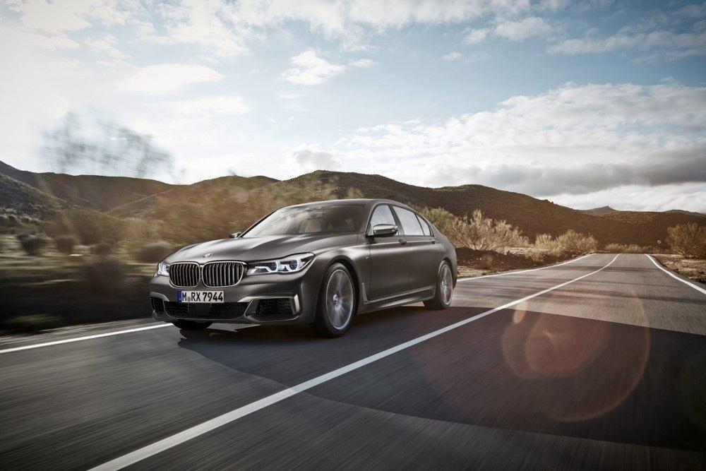 BMW-M760Li-xDrive-7-1000x667