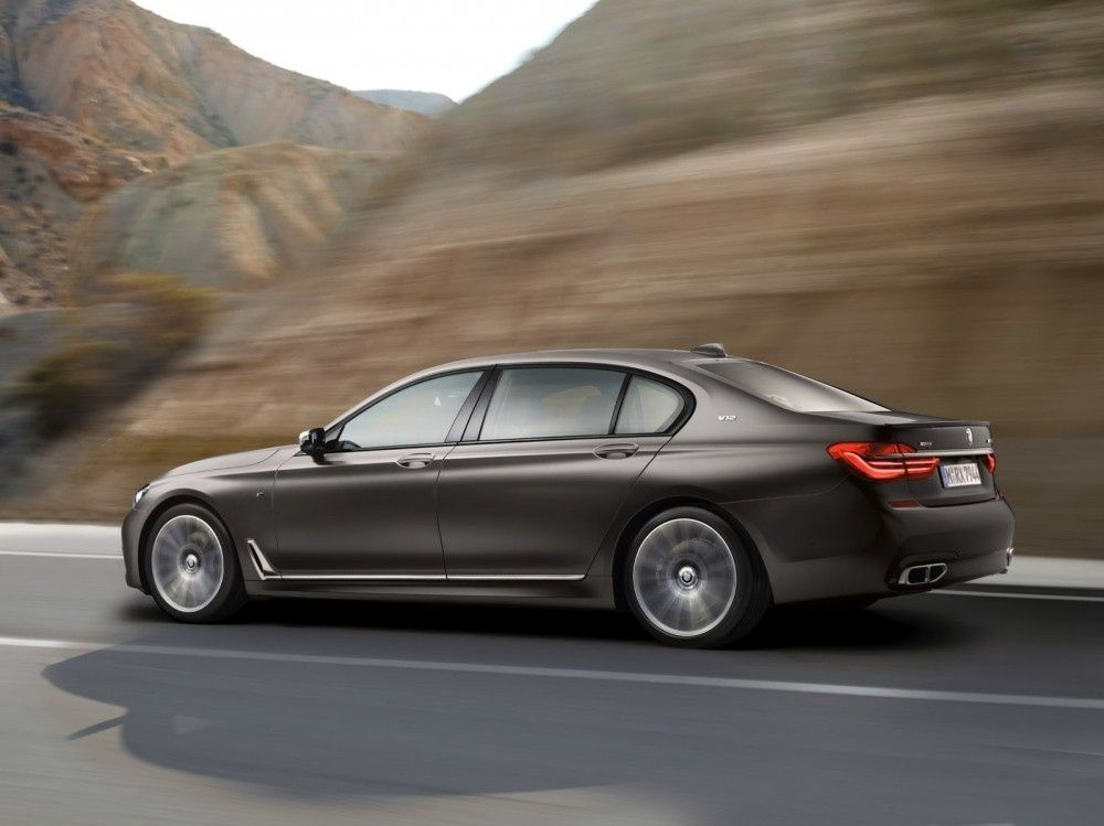 BMW-M760Li-xDrive-8-1000x749