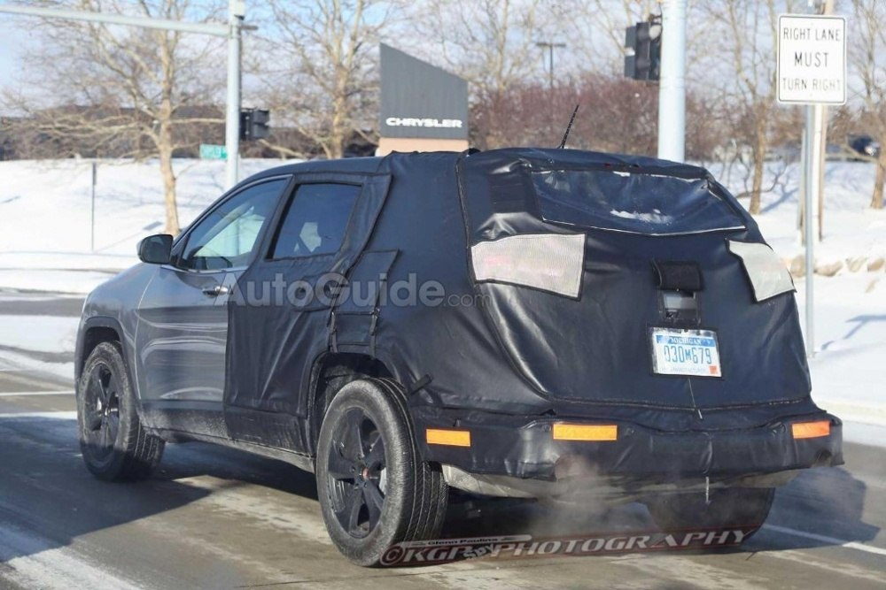 Jeep-Cherokee-Mule-Spy-Shot-Rear-03