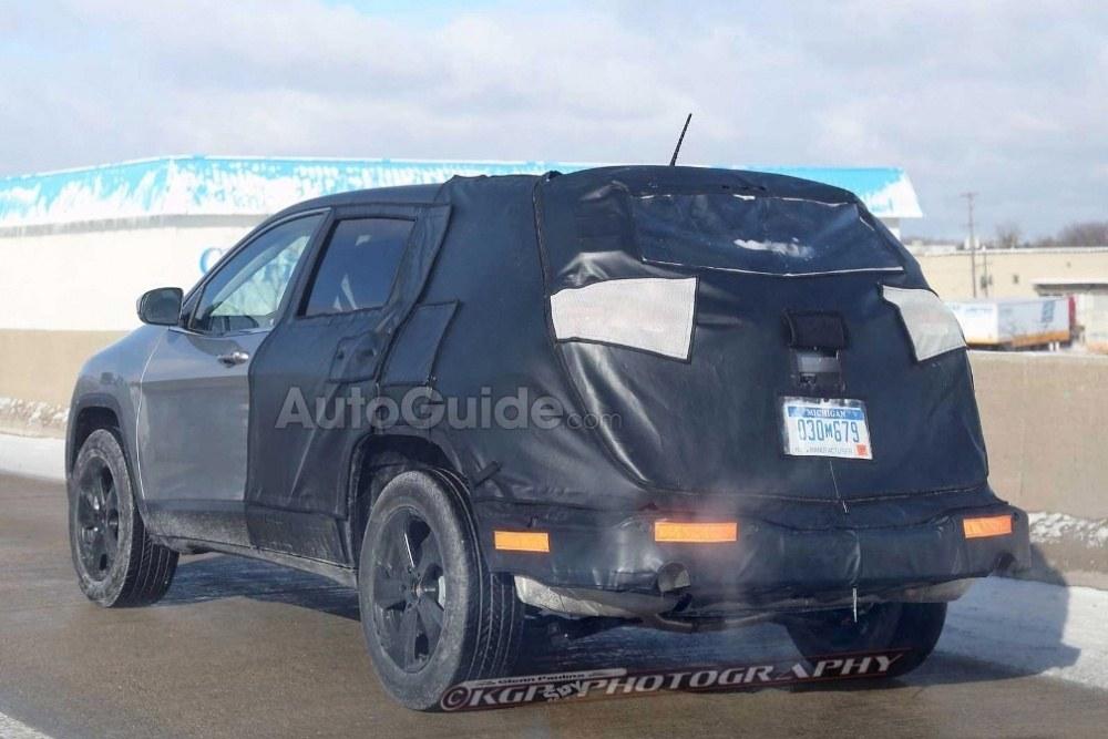 Jeep-Cherokee-Mule-Spy-Shot-Rear-04