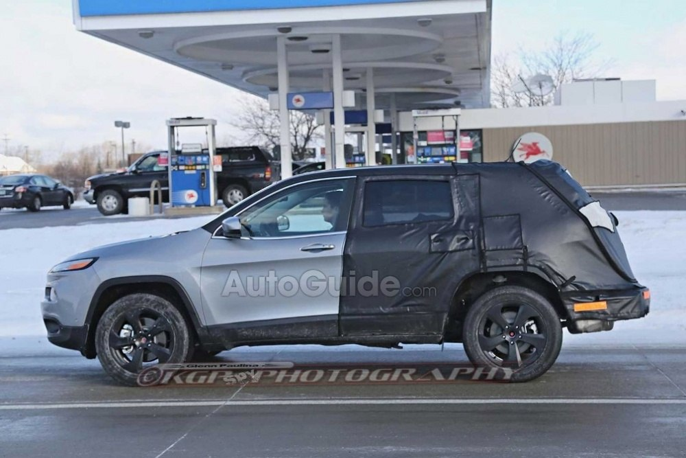 Jeep-Cherokee-Mule-Spy-Shot-Side-01