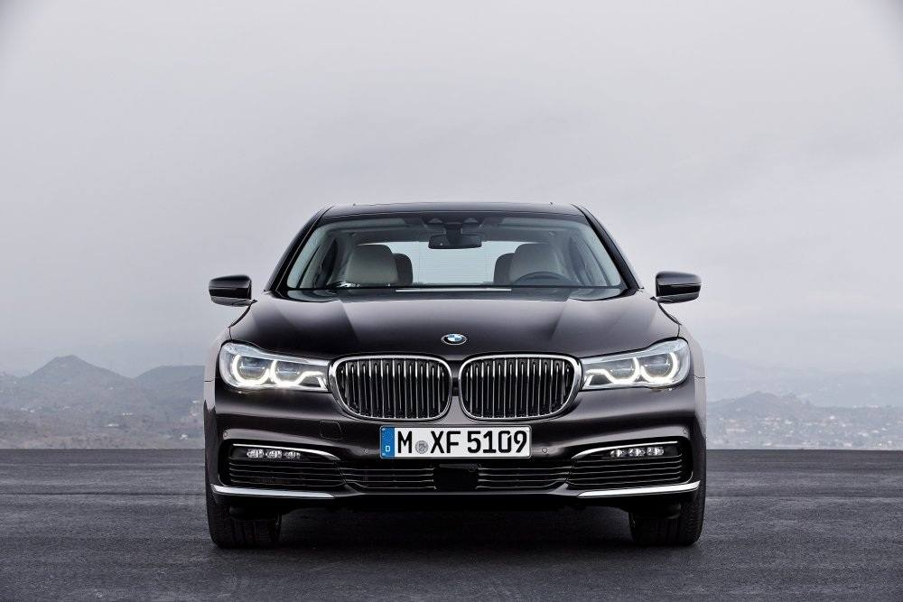 The all-new BMW 730 Li brings new levels of luxury and power to the King... (2)