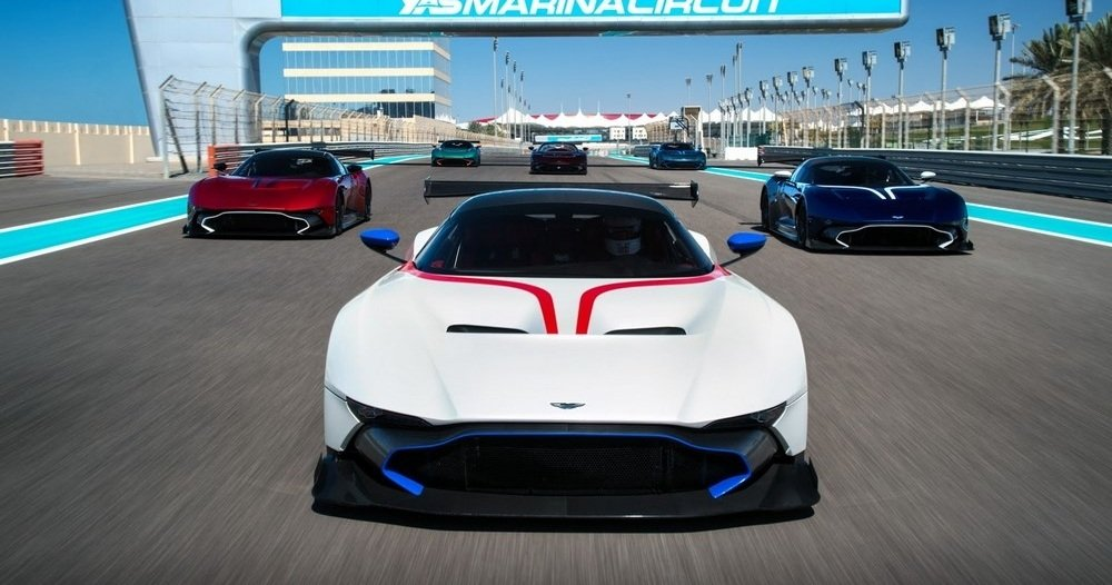 aston-martin-vulcan-customers-delivery-1
