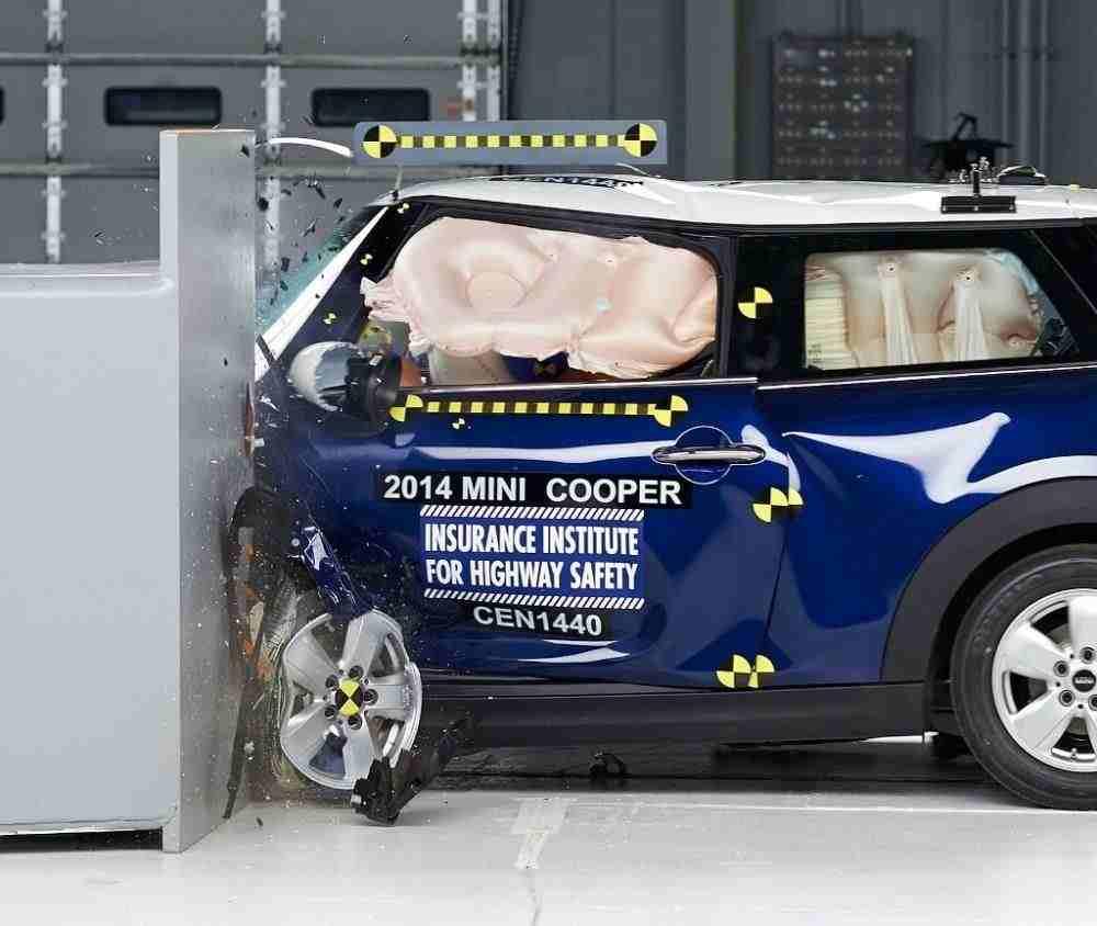 2016 Mini Cooper iihs rating 1