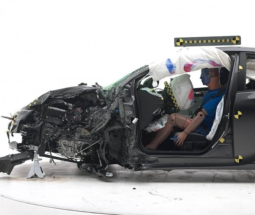 2016 Toyota Prius IIHS 2