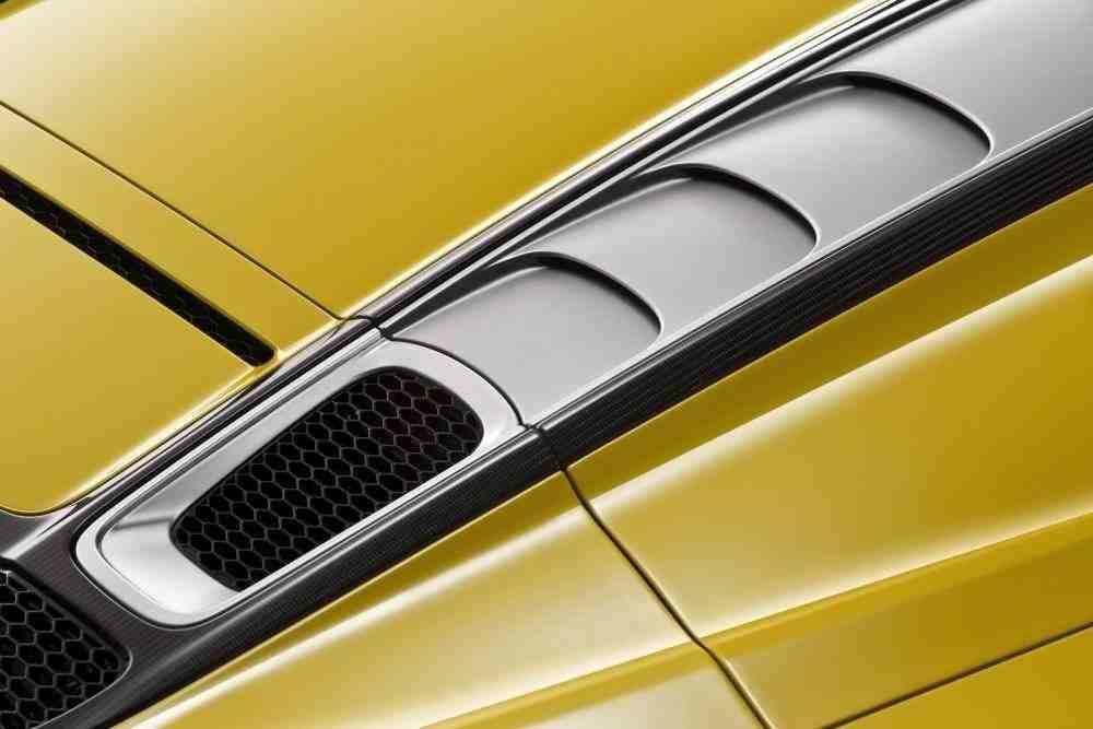 2017-Audi-R8-Spyder-31