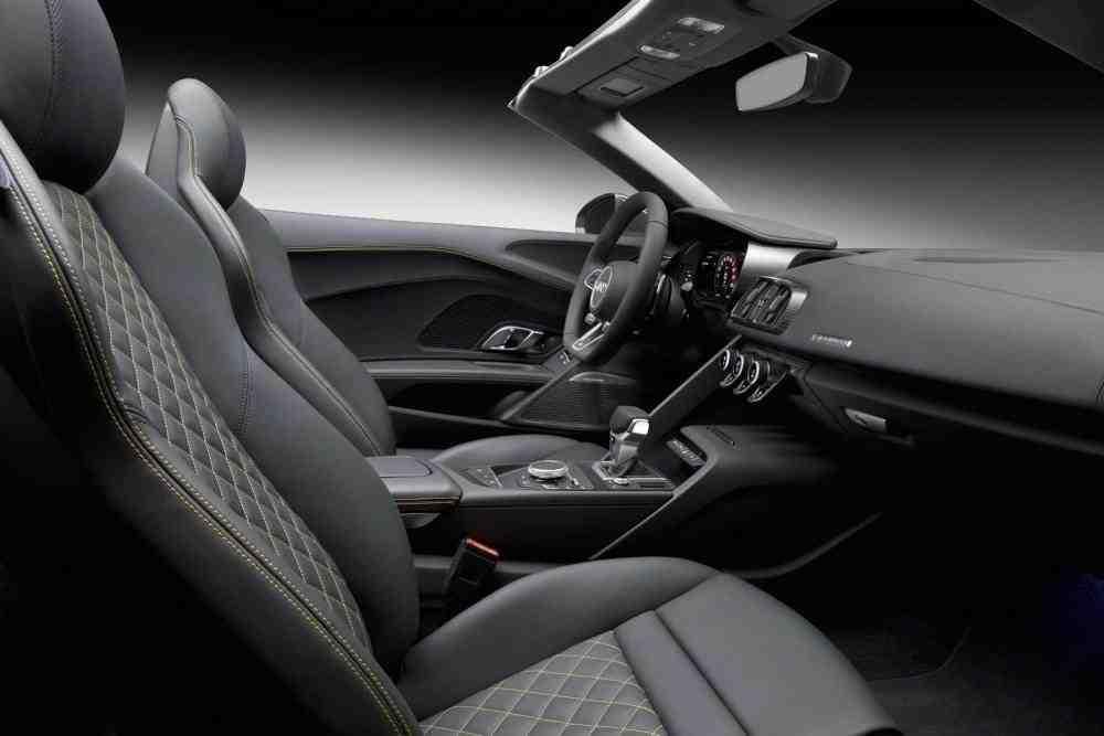 2017-Audi-R8-Spyder-37