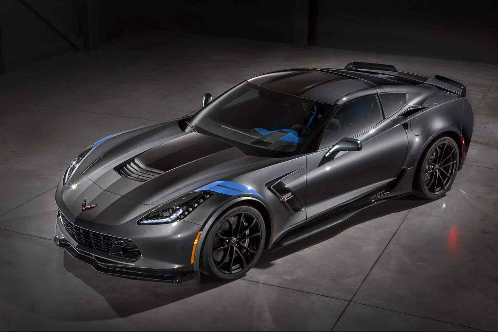 2017-Chevrolet-Corvette-Grand-Sport-1