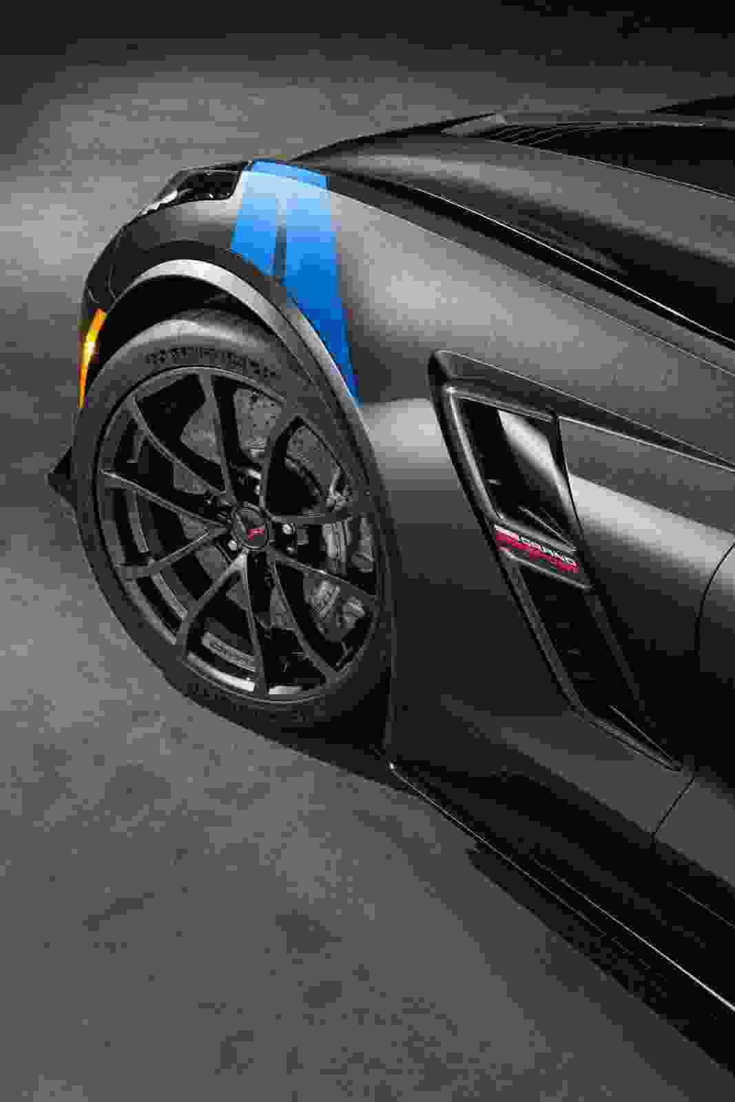 2017-Chevrolet-Corvette-Grand-Sport-4