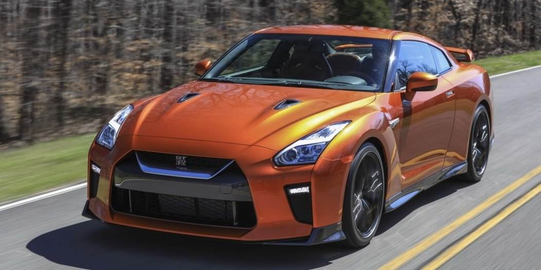 2017-Nissan-GT-R-FL-11