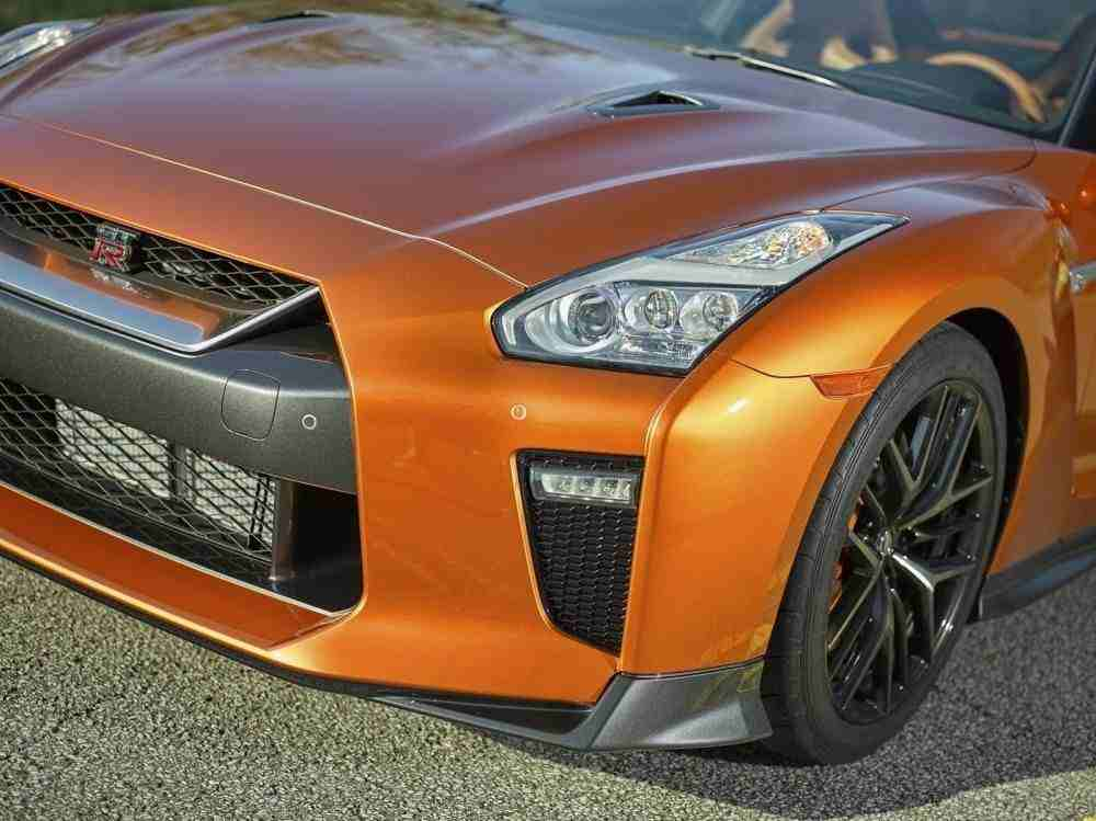 2017-Nissan-GT-R-FL-19