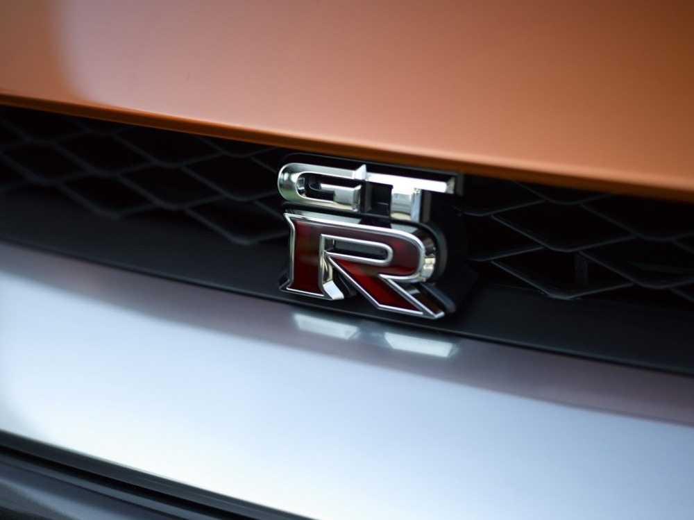 2017-Nissan-GT-R-FL-37