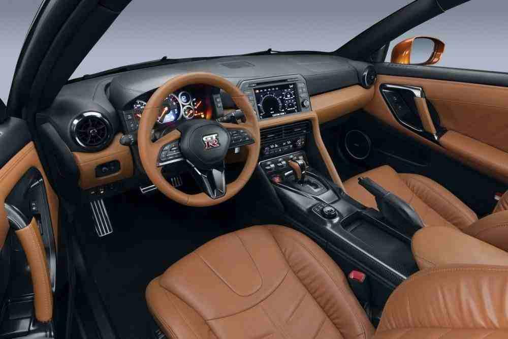 2017-Nissan-GT-R-FL-41