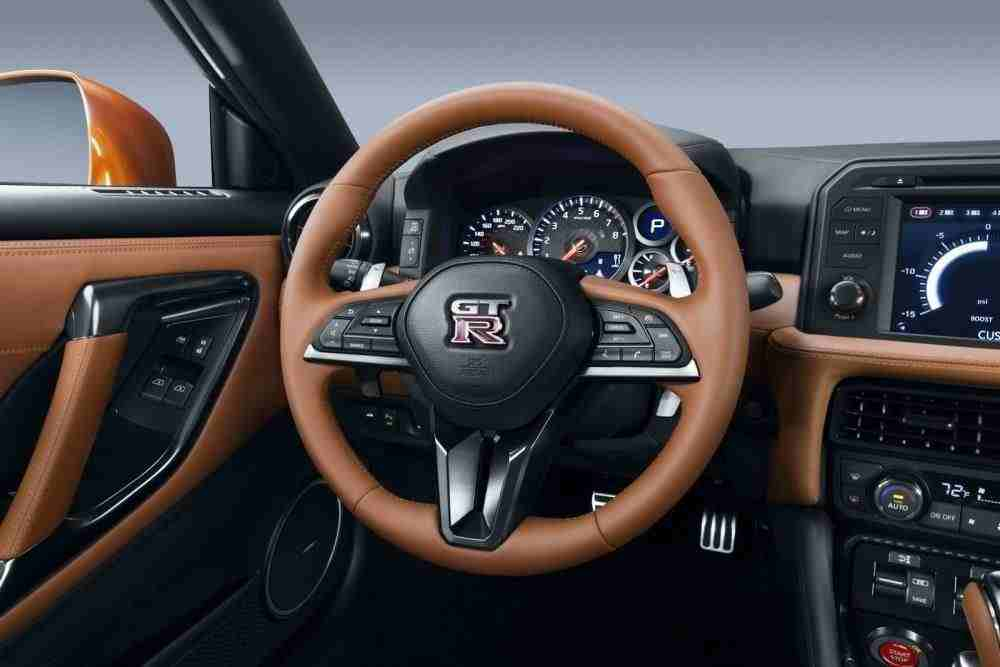 2017-Nissan-GT-R-FL-43