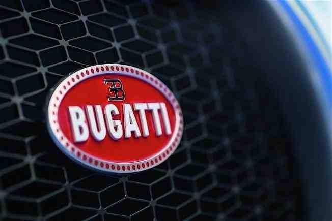 2017-bugatti-chiron-lets-its-quad-turbocharged-w16-loose_11