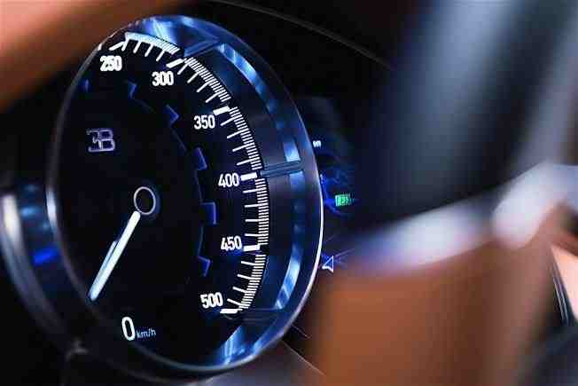 2017-bugatti-chiron-lets-its-quad-turbocharged-w16-loose_18