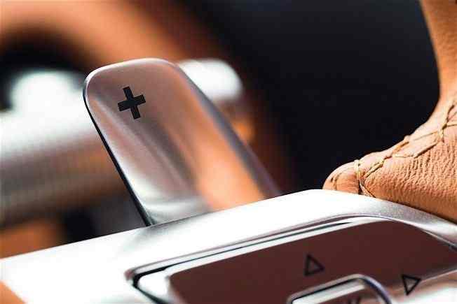 2017-bugatti-chiron-lets-its-quad-turbocharged-w16-loose_21
