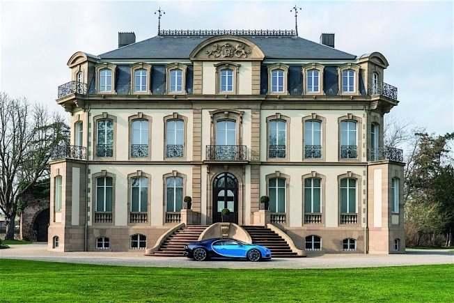 2017-bugatti-chiron-lets-its-quad-turbocharged-w16-loose_25