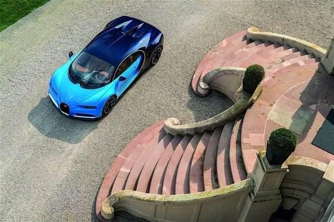 2017-bugatti-chiron-lets-its-quad-turbocharged-w16-loose_32