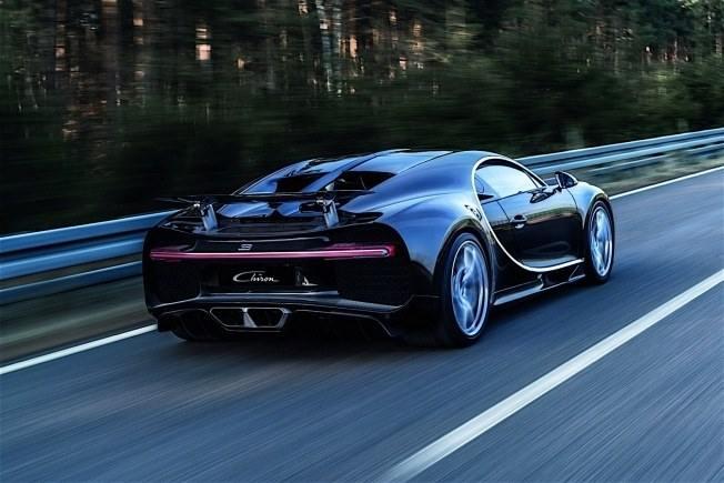2017-bugatti-chiron-lets-its-quad-turbocharged-w16-loose_38