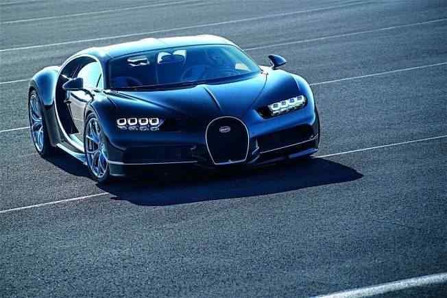 2017-bugatti-chiron-lets-its-quad-turbocharged-w16-loose_39