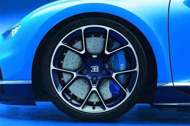 2017-bugatti-chiron-lets-its-quad-turbocharged-w16-loose_7