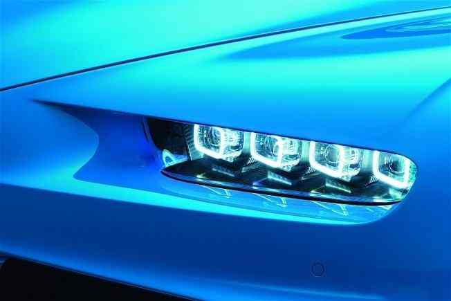 2017-bugatti-chiron-lets-its-quad-turbocharged-w16-loose_8