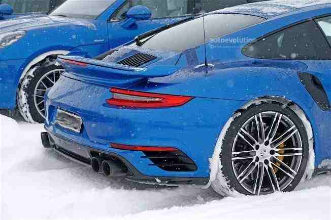 2017-porsche-911-gt2-spied-in-winter-testing-with-no-camo_8