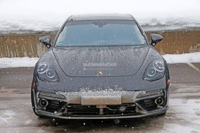 2017-porsche-panamera-spied-testing-in-the-arctic-circle_1