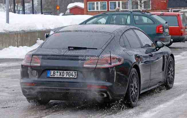 2017-porsche-panamera-spied-testing-in-the-arctic-circle_14