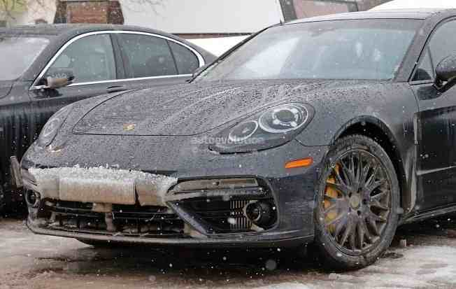 2017-porsche-panamera-spied-testing-in-the-arctic-circle_4