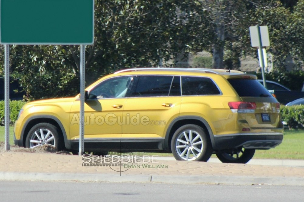 2017-volkswagen-three-row-suv-spy-photos-06